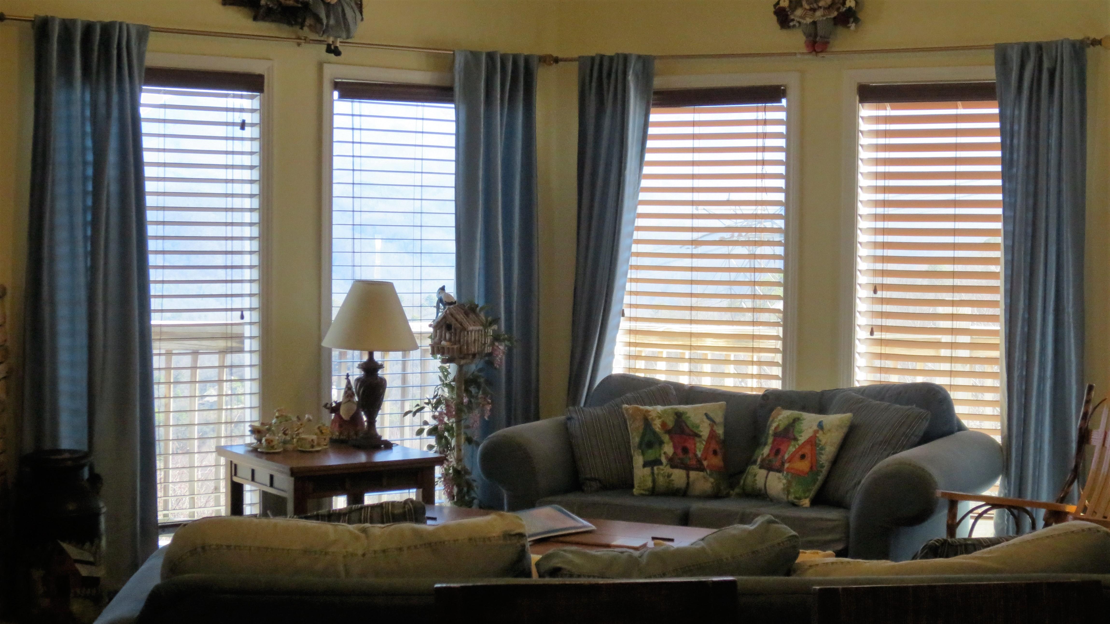 50 birdhouse inn 4 bedroom 4 bath chalet in gatlinburg living room
