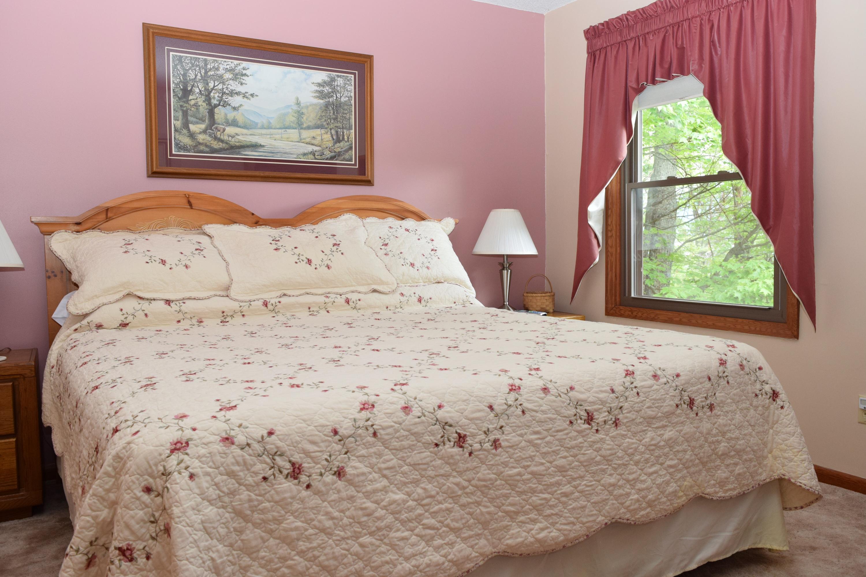 queen bed in main level bedroom