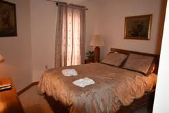 205 high alpine resort guest bedroom with queen bed