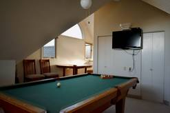 24 A Great Escape Chalet pool table