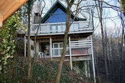 20 Bear Crossing 3 bedroom with loft sleeps 8 Chalet in Chalet Village Gatlinburg Tn