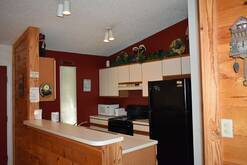 74 Life's a Bear Retreat Fully equipped kitchen