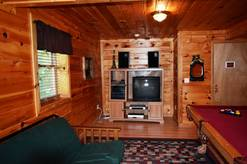 74 Life's a Bear Retreat Rec room with pool table Cable TV 2 futon's