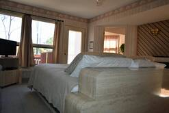 24 A Great Escape Chalet with king bed and Cable TV