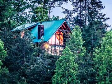 Crimson Clover 2 Bedroom Cabin Rental