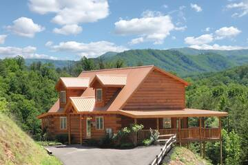 Stress Relief 3 Bedroom Cabin Rental