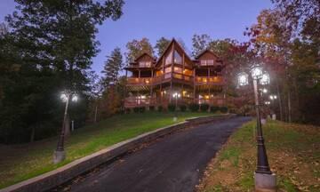 Massive Dollywood cabin sleeps 12.
