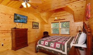 The second bedroom in your relaxing cabin rental next to Dollywood.