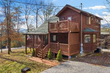 Pigeon Forge cabin rental exterior of 4 Paws.