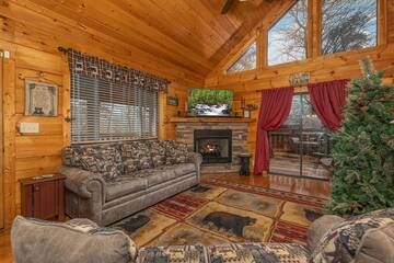 Pigeon Forge cabin living room at 4 Paws.
