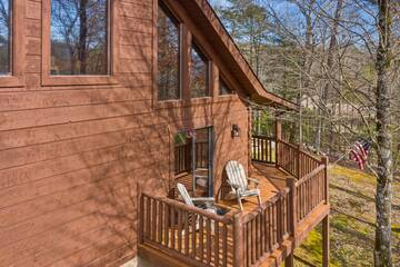 Large relaxing deck at 4 Paws cabin rental.