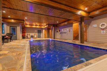 The entire family can enjoy this swimming pool cabin.