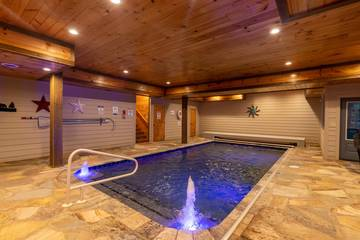 Private swimming pool cabin Pigeon Forge, Tennessee.