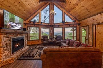 Smoky Mountain's 5 bedroom cabin living room.