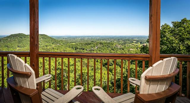 Mountain Top Views - 3 Bedroom Cabin Rental