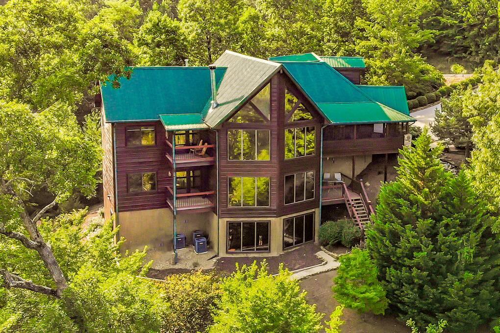 Grand Bluff Lodge
