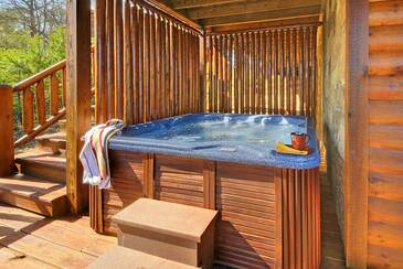MTFBWYou_TT-May-the-Forest-be-with-You-2016-Hot-Tub-Deck-Lower-Level-2
