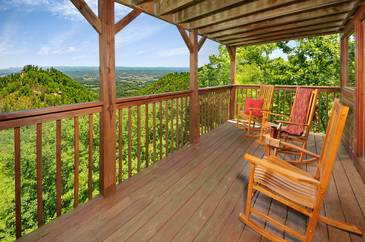 BirdsEyeVie_TT-Birds-Eye-View-2016-Main-Level-Deck-Furniture
