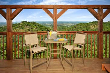 BirdsEyeVie_TT-Birds-Eye-View-2016-Loft-Deck-Table