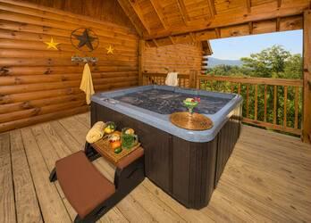 Poolin' Aro_Hot Tub