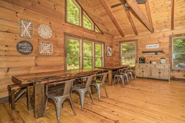 The Grand Cedar Hideaway