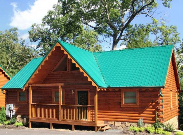 Honey bear hideaway gatlinburg chalets cabin rentals for Large cabin rentals in tennessee