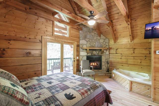 tn in angelic cabin cottage rentals forge a rental at sunset pigeon located bedroom