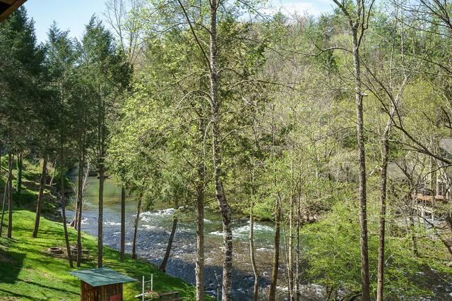 river retreat gatlinburg chalets cabin rentals tennessee