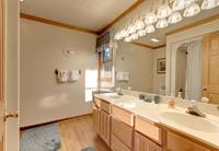 King bedroom adjoining bath