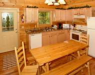Honey Bear Hideaway 2 bedroom cabin in  Located about 5 minutes from the strip in Gatlinburg off Hidden Hills Rd