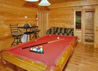 Heavenly Haven 4 bedroom cabin in  Located about 5 minutes from the strip in Gatlinburg off Hidden Hills Rd