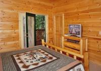 Honey Bear Hideaway 4 bedroom cabin in  Located about 5 minutes from the strip in Gatlinburg off Hidden Hills Rd