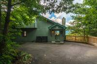 Mountain Majesty 1 bedroom cabin in  Located about 5 minutes from the strip in Gatlinburg off the Dudley Creek Bypass