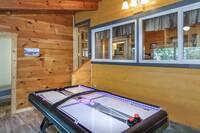 River's Edge Lodge 4 bedroom cabin