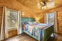 Black Bear's View 3 bedroom cabin in  Laurel Oaks