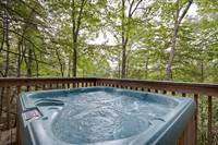 Autumn Breeze 2 bedroom cabin in  Located 5 minutes from downtown, close to Gatlinburg High School