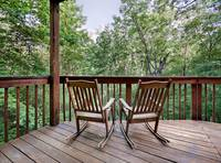 Pinecrest 3 bedroom cabin in  Located on Wiley Oakley behind the Welcome Center, close to pools and downtown