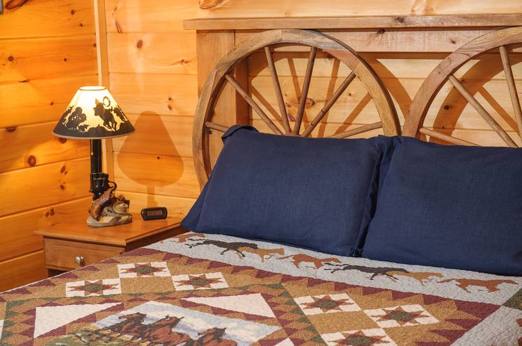 Bama Bear S Den By Summit Cabin Rentals Pigeon Forge