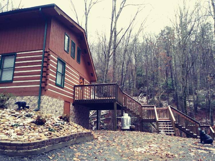 Cabin by the Creekside