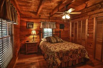 Main Level Bedroom. at Livin' Lodge in Sky Harbor TN