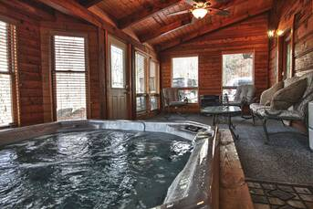 Hot Tub at Livin' Lodge in Sky Harbor TN