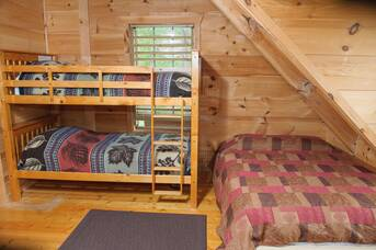 Upstairs Bedroom at Auburn Sky in Shagbark TN