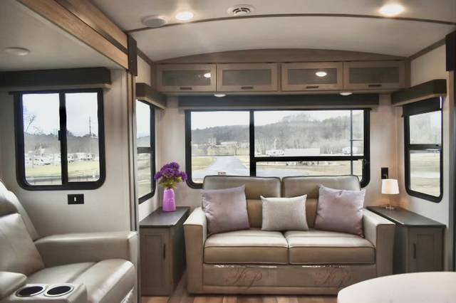 Luxury RV Rental 146