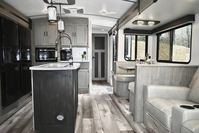 Luxury RV Rental 146